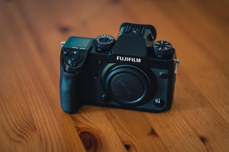 Kamera Fujifilm X-H1 von vorne als Equipment