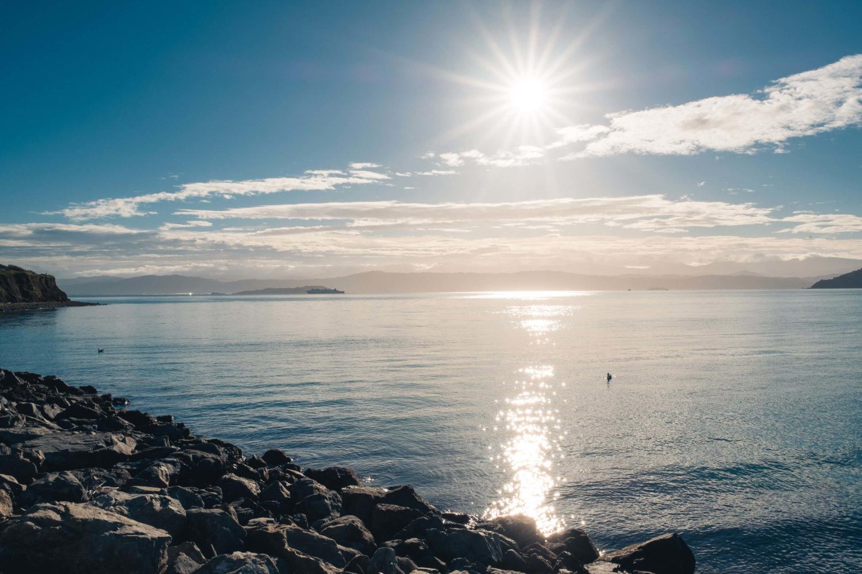 Sonnenaufgang am Fährhafen in Wellington