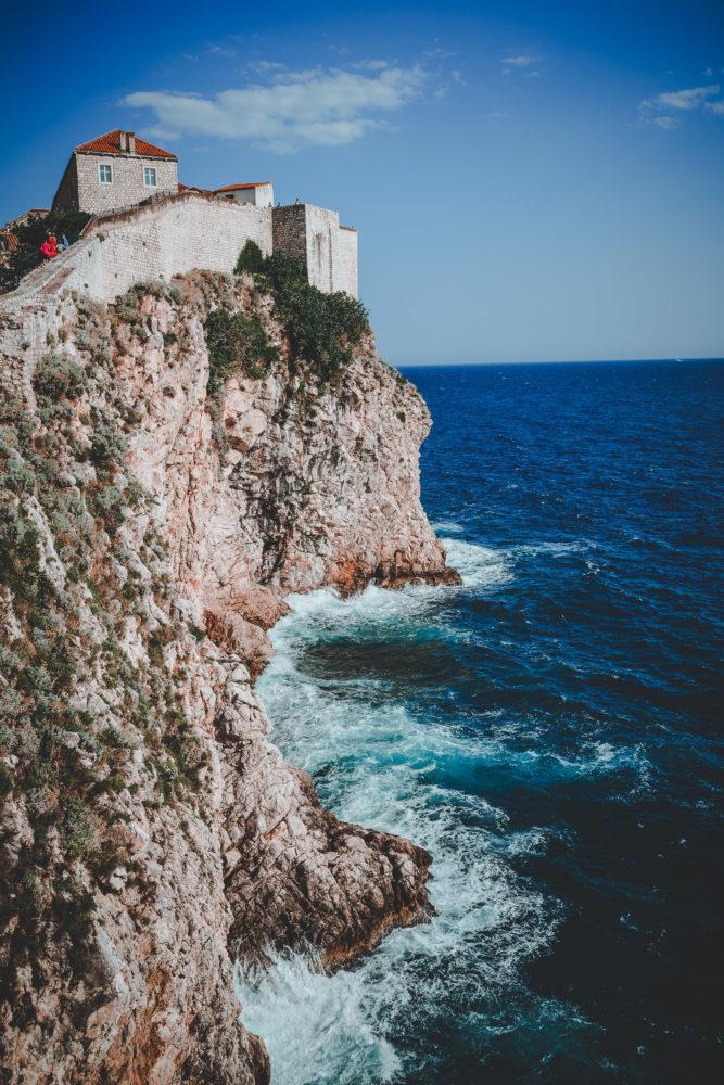 Klippen vor Dubrovnik in Kroatien