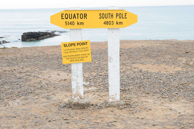 Schilder am Slope Point in Neuseeland