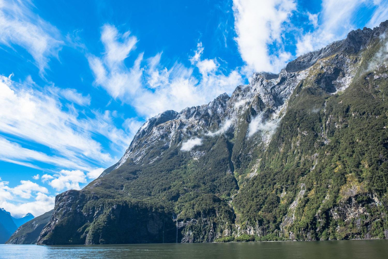 Berghänge im Milford Sound