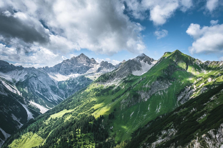 Bergpanorama am Jubiläumsweg in den Alpen