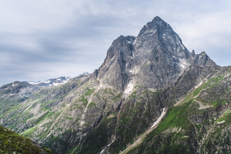 Schroffer Berghang des Patteriol