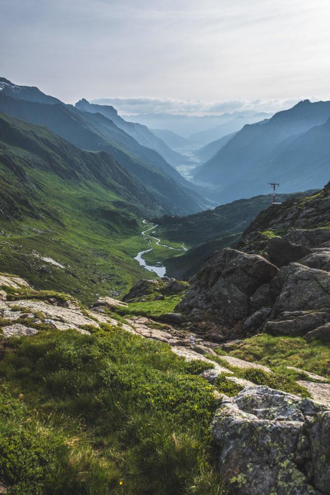 Blick in ein Tal auf dem Stubaier Höhenweg