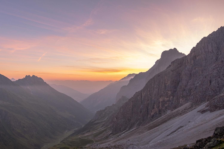 Elfer und Kalkwand beim Sonnenaufgang