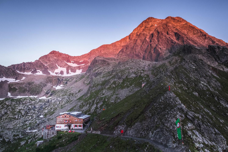 Alpenglühen über der Innsbrucker Hütte